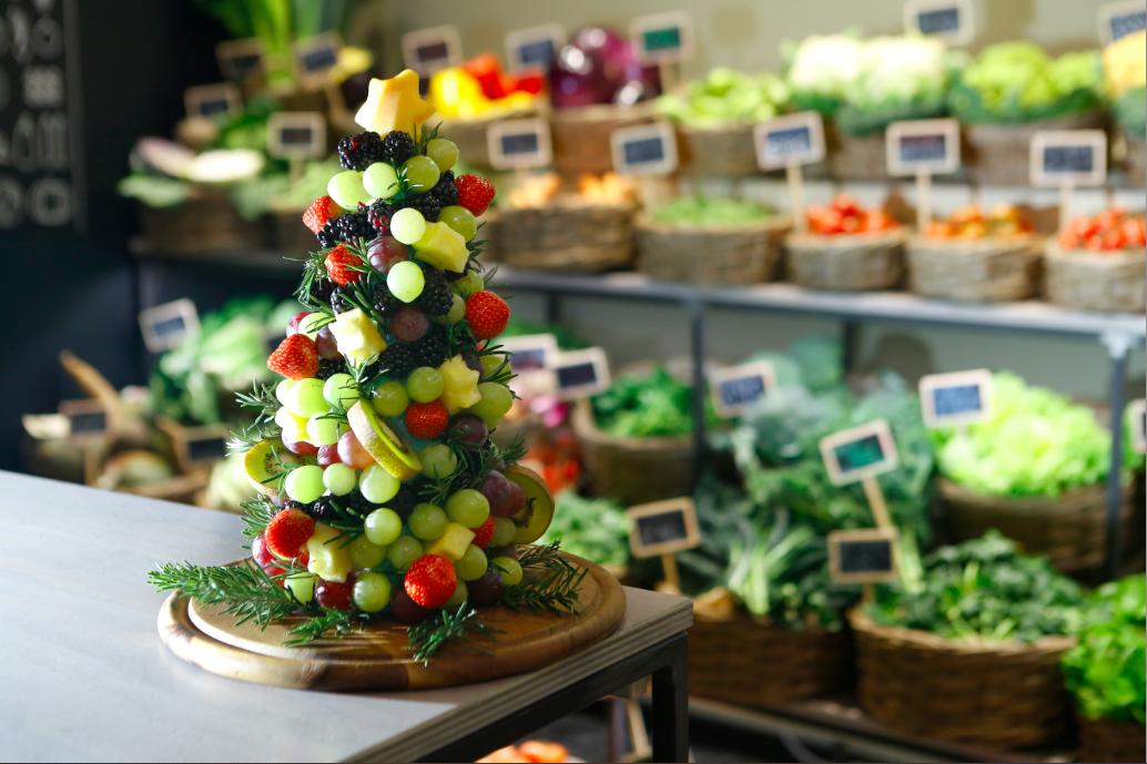 Festa in tavola: Bouquet con fragole e calle di pera