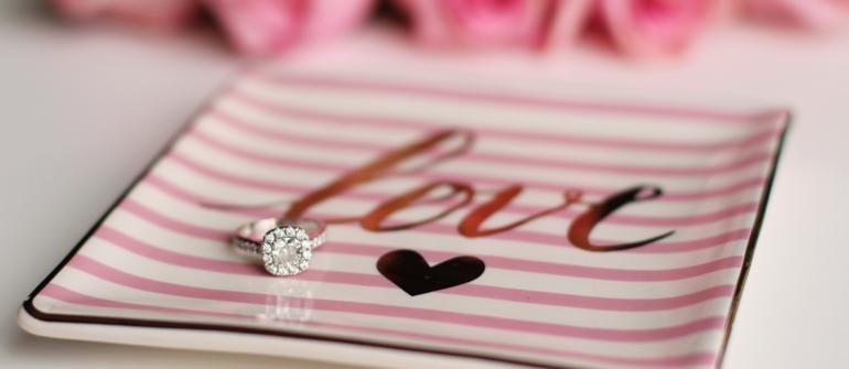 Come scegliere l'anello di fidanzamento?