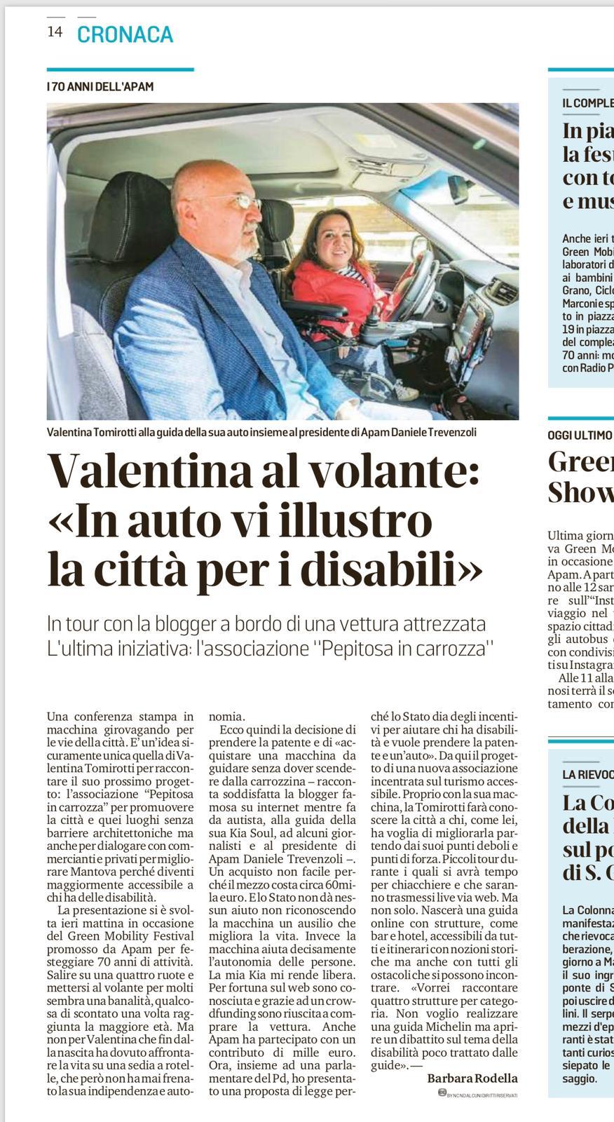 """Valentina al volante: """"In auto vi illustro la città per i disabili"""""""